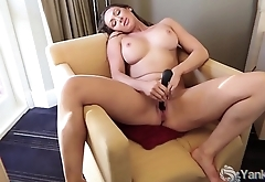 Yanks Lesbians Ruby And Mira Outdoor Oral