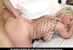 CASTING ALLA ITALIANA - Audition anal drilling with horny Italian amateur
